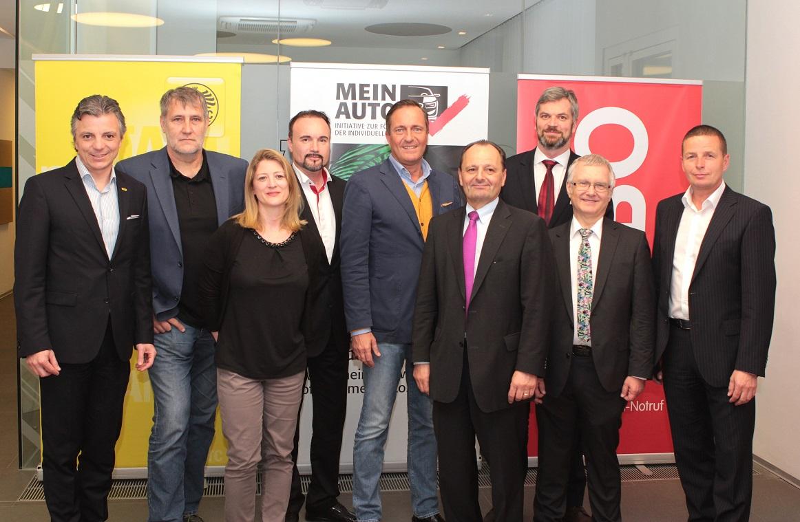 Vorne, v.l.n.r.: LAbg. Mag.a Bettina Emmerling, MSc (Verkehrssprecherin der NEOS in Wien), KommR Burkhard Ernst (Obmann des Vereins Mein Auto), LAbg. Siegi Lindenmayr (Verkehrssprecher der SPÖ Wien), Stadtrat Anton Mahdalik (Verkehrssprecher der FPÖ Wien) Hinten, v.l.n.r.: DI Oliver Schmerold (Verbandsdirektor des ÖAMTC), LAbg. Mag. Rüdiger Maresch (Verkehrssprecher der Grünen in Wien), Mag. Gerald Kumnig (Generalsekretär des ARBÖ), LAbg. Mag. Manfred Juraczka (Verkehrssprecher der ÖVP Wien), MMag. Bernhard Wiesinger (Interessenvertretung und Kommunikation ÖAMTC, Moderator der Podiumsdiskussion)